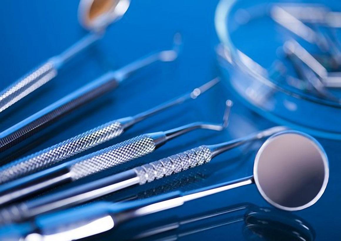 Οδοντική χειρουργική (εμφράξεις και αισθητικές αποκαταστάσεις)